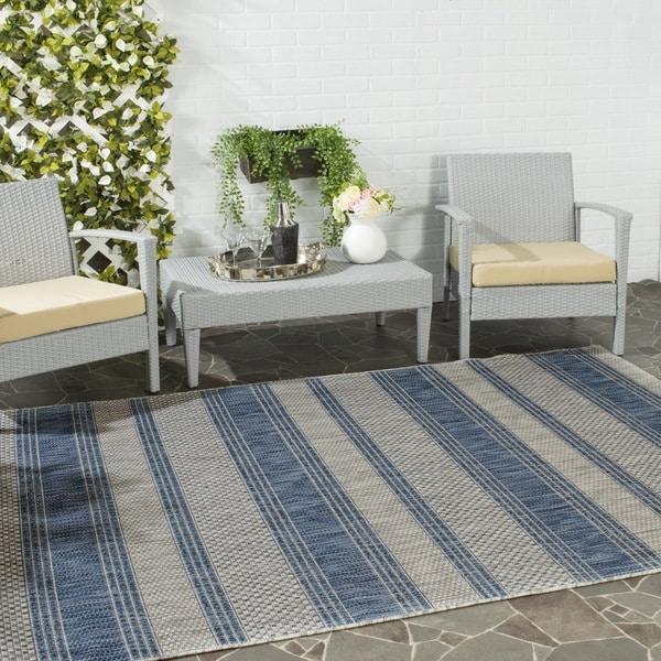 Safavieh Indoor/ Outdoor Courtyard Grey/ Navy Rug - 6'7 x 9'6