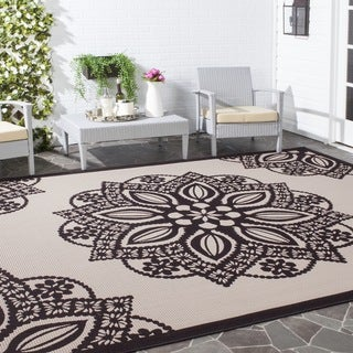 Safavieh Courtyard Floral Medallion Beige/ Black Indoor/ Outdoor Rug (6'7 x 9'6)