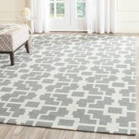 """Safavieh Hand-Hooked Four Seasons Grey / Ivory Polyester Rug - 3'-6"""" X 5'-6"""""""