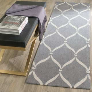 Safavieh Hand-Hooked Four Seasons Grey / Ivory Polyester Rug (2'3 x 8')