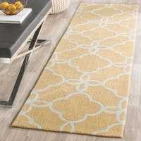 """Safavieh Hand-Hooked Four Seasons Gold/ Ivory Polyester Rug - 2'3"""" x 8'"""