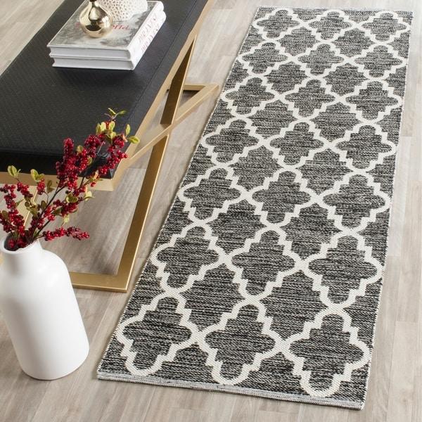 Safavieh Hand-Woven Montauk Black/ Ivory Cotton Rug - 2'3 x 7'