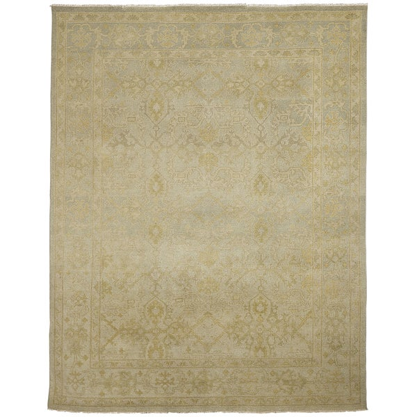 Ariel Light Green Traditional Design Hand-knotted Rug - 9' x 12'