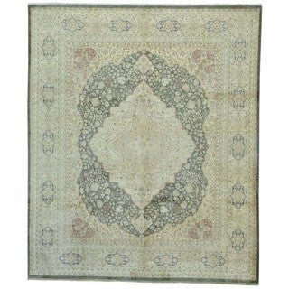 Hand-knotted Wool Taupe Antiqued Tabriz Rug (8'2 x 9'9)