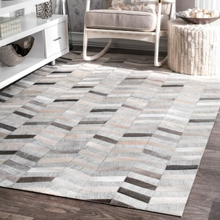 nuLOOM Handmade Modern Patchwork Herringbone Leather/ Viscose Silver Rug (8 ft x 10 ft)