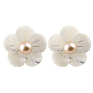 14k Yellow Gold Mother of Pearl Flower Stud Earrings (4-5mm)