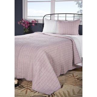 Rizzy Home Gracie Pink Quilt (2 options available)