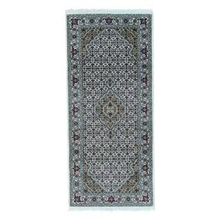 Wool and Silk Tabriz Mahi Hand-knotted Oriental Runner Rug (2'8 x 6')