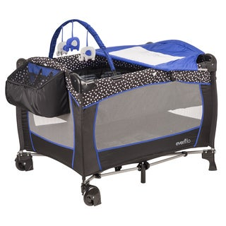 Evenflo Portable BabySuite Deluxe in Hayden Dot