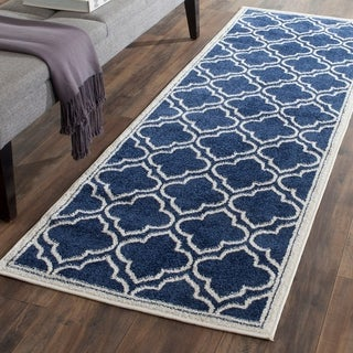 Safavieh Indoor/ Outdoor Amherst Navy/ Ivory Rug (2' 3 x 13')