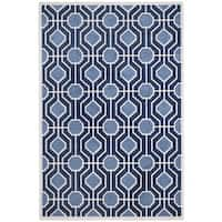 Safavieh Indoor/ Outdoor Amherst Light Blue/ Navy Rug - 4' x 6'