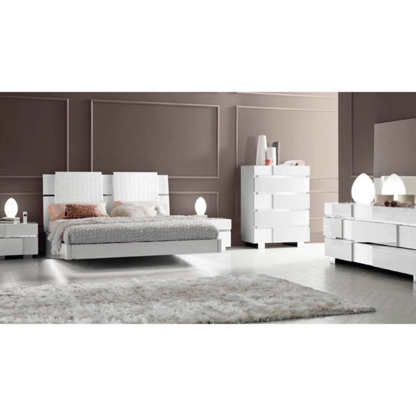 https://ak1.ostkcdn.com/images/products/11189540/Luca-Home-White-Bedroom-set-8492f57e-8460-4bb9-8580-4aba29d3863c_600.jpg