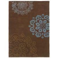 Linon Trio Collection Chocolate & Blue Rug (5' x 7')