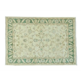 Pure Wool Peshawar Hand-knotted Oriental Rug (4' x 5'8)