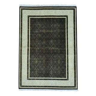 Dense Weave Tone On Tone Modern Wool and Silk Rug (4'9 x 6'9)