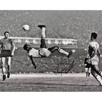 Pele Signed 1965 Bicycle Kick Close Up B&W 16x20 Photo (Signed in Black) - Black