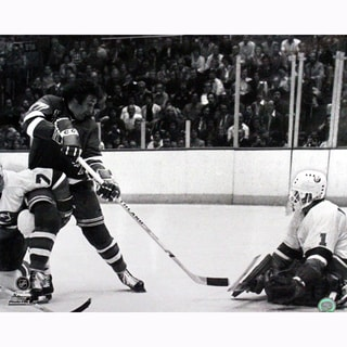 Phil Esposito Rangers shot on Chico Resch B/W 16X20
