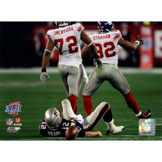 Osi Umenyiora Michael Strahan Walking Away From Brady 8x10 Photo