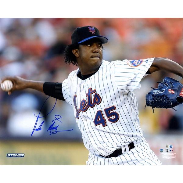 Pedro Martinez Signed New York Mets Pitch 16x20 Photo ( MLB Auth)