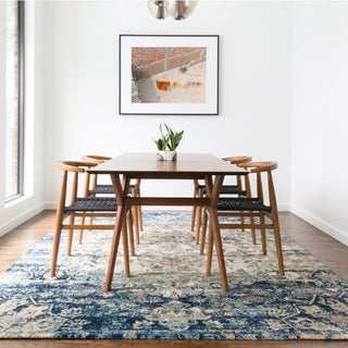 "Traditional Blue/ Ivory Medallion Distressed Rug - 5'3"" x 7'8"""