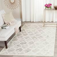 Safavieh Handmade Himalaya Light Brown/ Ivory Geometric Wool Area Rug - 4' x 6'