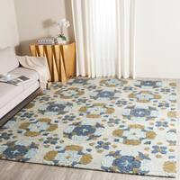 Safavieh Handmade Blossom Beige/ Multi Wool Rug - 8' x 10'