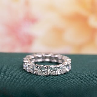 Miadora Signature Collection 18k White Gold 7 3/4ct TDW Certified Cushion-cut Diamond Eternity Ring (G-H, VS2-SI1) (IGI)