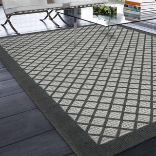 Indoor/Outdoor Geometric Lattice Crossing Area Rug (7'7 x 10'10)