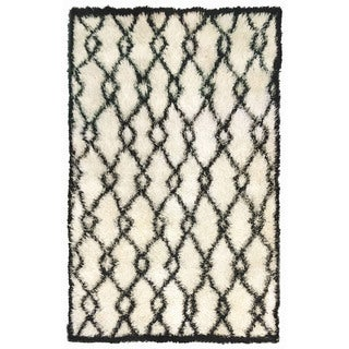 Decorative Shaggy Outdoor Rug (5' x 7'6) (As Is Item)