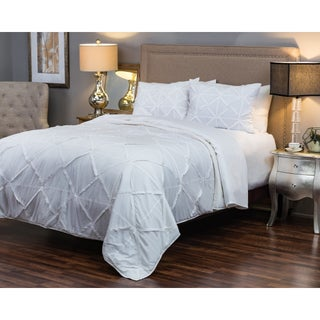 Rizzy Home Carrington White Quilt (3 options available)