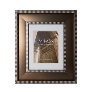 This Mikasa 8 x 10 Striped Border Frame