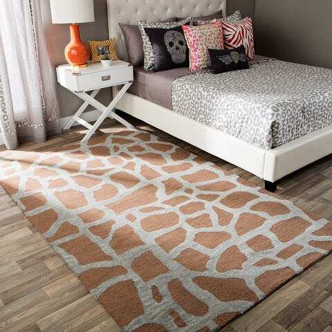 Andrew Charles Snow Leopard Collection Giraffe Light Grey Area Rug (8' x 10') - 8' x 10'
