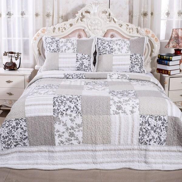 Beige/ Cream 100-percent Cotton Reversible Patchwork Floral Quilt and Sham Set