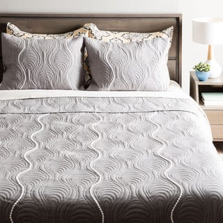 Andrew Charles Atlas Collection Grey Pendant Pattern Quilt (Option: Queen)|https://ak1.ostkcdn.com/images/products/11390850/P18358113.jpg?impolicy=medium