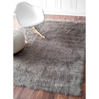 nuLOOM Cozy Soft and Plush Faux Sheepskin Solid Shag Grey Rug (5' Square)