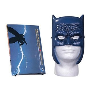 Batman the Dark Knight Returns: Book & Mask Set