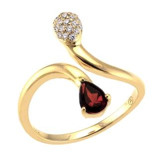 Beverly Hills Charm 14K Yellow Gold 1/10ct TDW Diamond and Garnet Ring (H-I, SI2-I1)