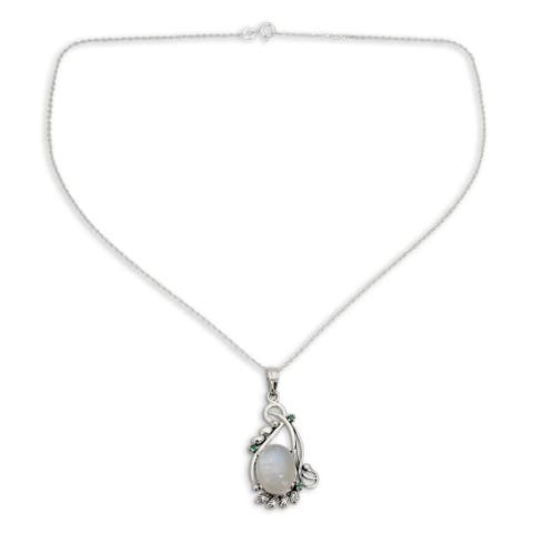 Handmade Glamour Sterling Silver Moonstone Emerald Necklace (India)