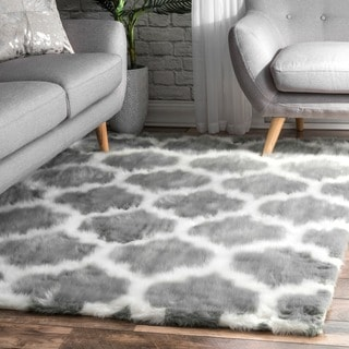 nuLOOM Cozy Soft and Plush Faux Sheepskin Trellis Shag Kids Nursery Grey Rug (4' x 6')