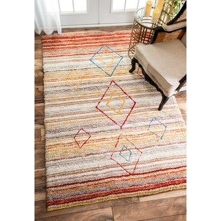 nuLOOM Handmade Striped Diamond Centerpiece Rust Shag Rug (5' x 8')