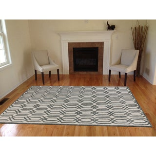 Hand-tufted Salome White New Zealand Wool and Embossed Art Silk Rug (7'6 x 9'6)
