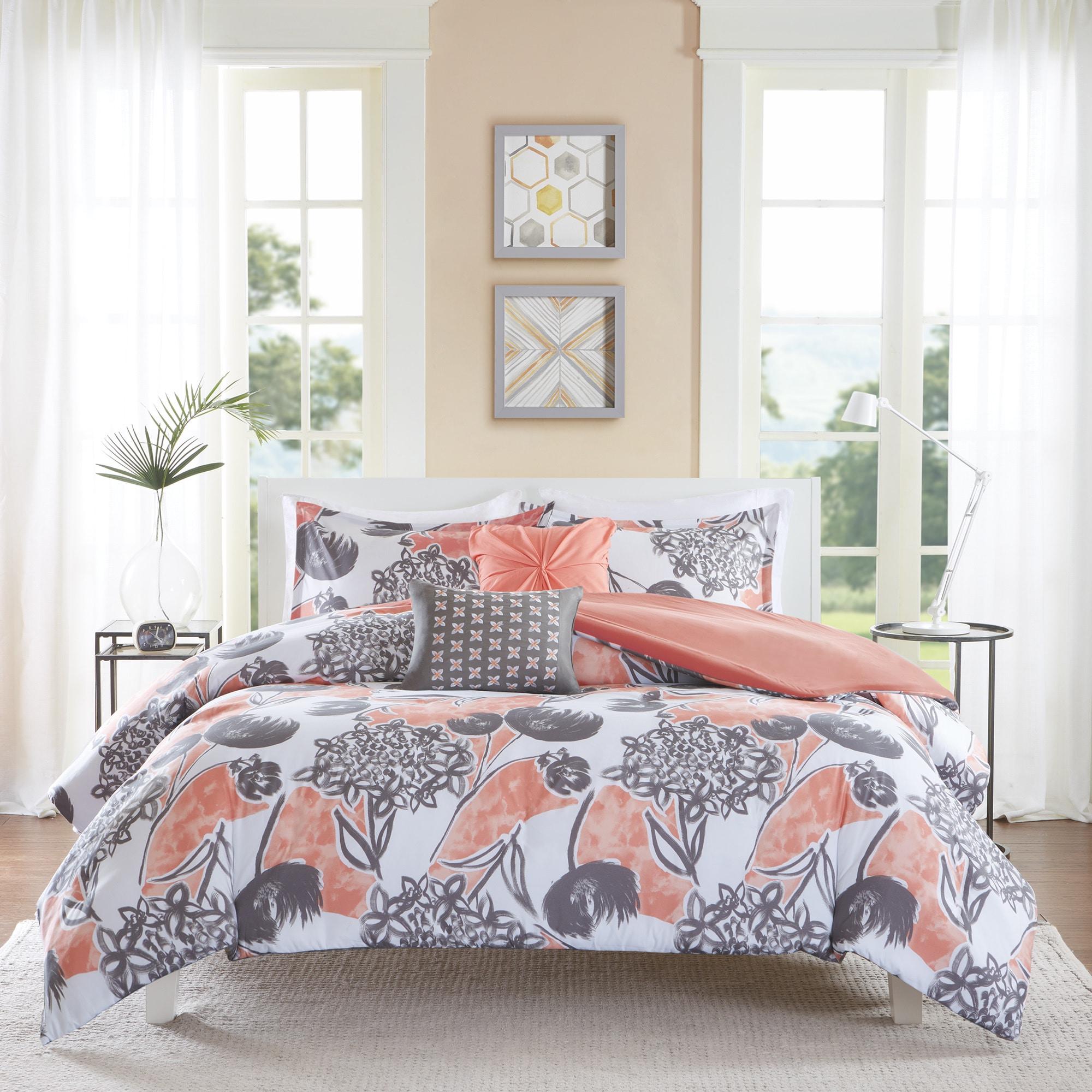 Shop Intelligent Design Lily Coral Comforter Set   Overstock