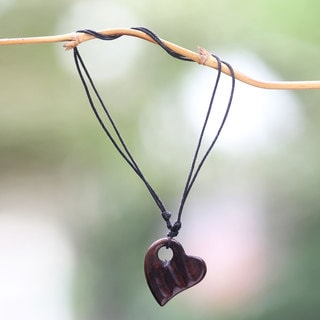 Handcrafted Sono Wood 'Gianyar Sweetheart' Necklace (Indonesia)