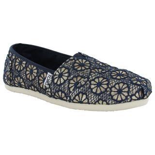 Toms Women's Crochet Glitter Slip On Alpargata Flat Shoes https://ak1.ostkcdn.com/images/products/11467907/P18424461.jpg?impolicy=medium