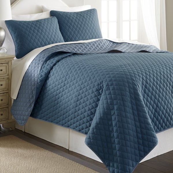 Amrapur Overseas 3-Piece Solid Reversible Quatrefoil Coverlet Set