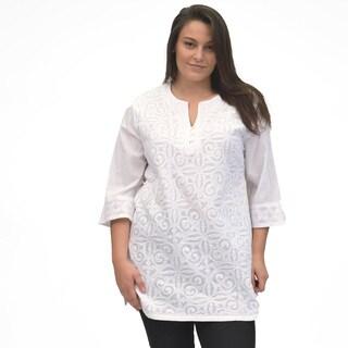 La Cera Women's Plus Size 3/4 Sleeve Applique Top
