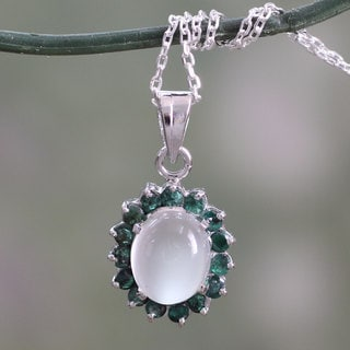 Handmade Sterling Silver 'Love and Devotion' Emerald Moonstone Necklace (India)