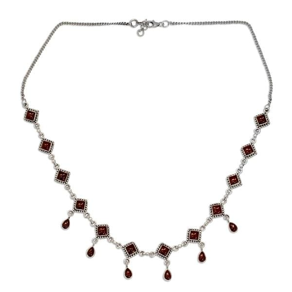 "Handmade Sterling Silver 'Queen of Diamonds' Garnet Necklace (India) - 7'6"" x 9'6"""