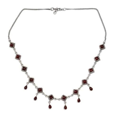 "NOVICA Handmade Sterling Silver 'Queen of Diamonds' Garnet Necklace (India) - 7'6"" x 9'6"""