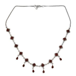Handmade Sterling Silver 'Queen of Diamonds' Garnet Necklace (India)
